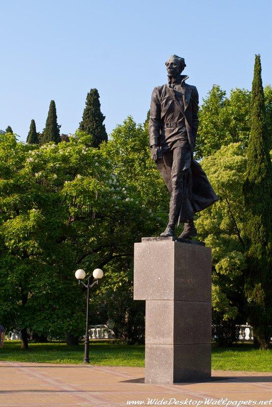 памятник Н.Островскому в Сочи