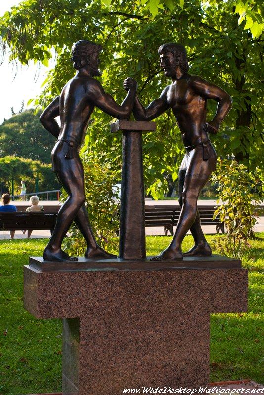 скульптура в одном из парков Сочи